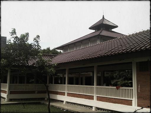 13 Masjid UI